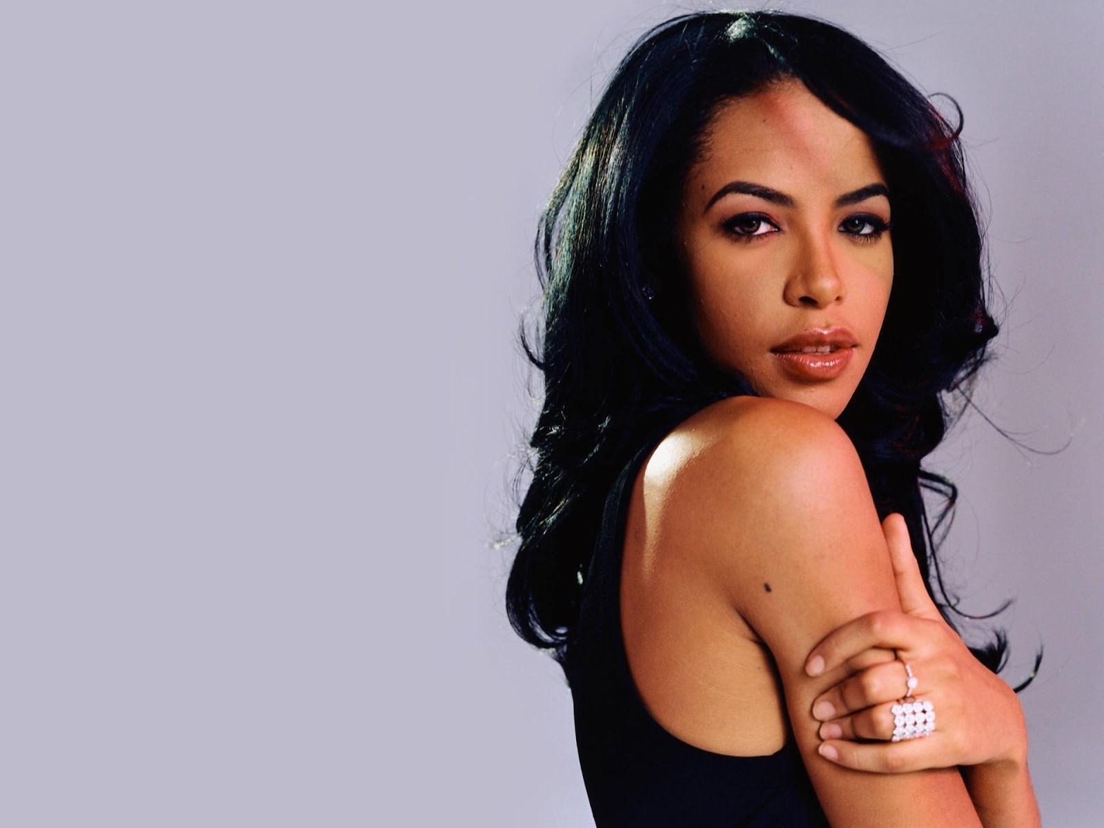 MAC Cosmetics To Release Aaliyah Collection in 2018