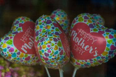 curly hair mothers day header image